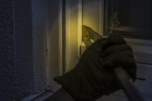 Steigende Einbruchgefahr in der dunklen Jahreszeit – So schützen Sie sich effektiv vor Einbrüchen